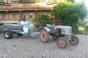 Stöckl Anhängemistzetter an Oldtimer Traktor